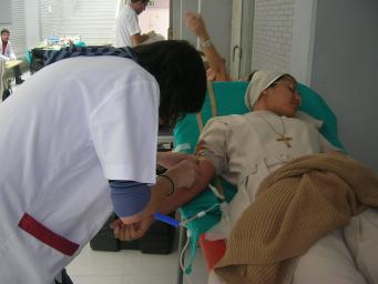 Crida a donar sang per reduir les baixes existències dels bancs