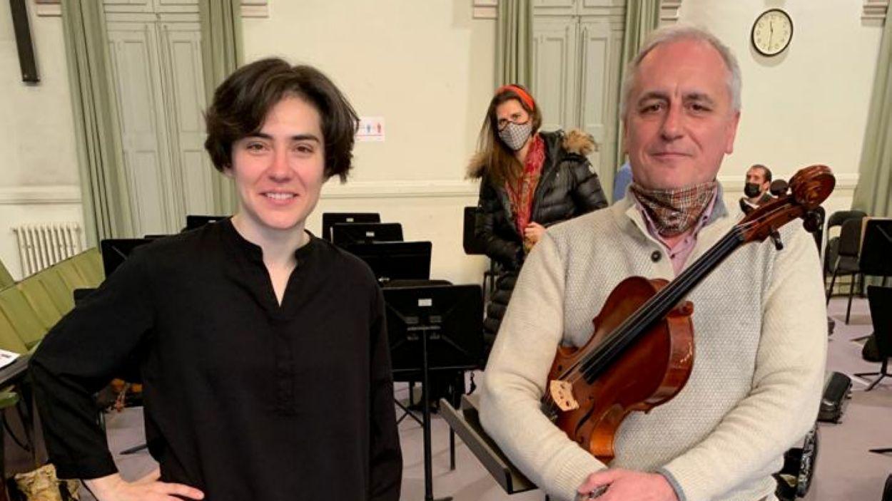 La directora Marzena Diakun i Lluís Cabal assajant el concert / Foto: Cedida