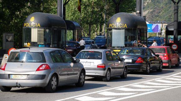 La Guàrdia Civil intervé 27.300 euros a un santcugatenc a la duana de la Farga de Moles