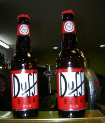 Un bar de Sant Cugat ven la cervesa Duff, un dels símbols de la sèrie 'Els Simpsons'
