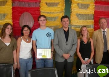 Lluís Recoder felicita Eduard Ansaldo per la nota més alta de Catalunya a la selectivitat