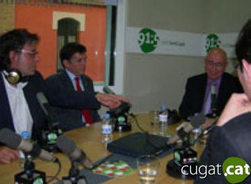 La inauguració amb Xavier Fornells, l'alcalde i el conseller, Joan Manuel Tresserras. (Fotografia: Caralt)