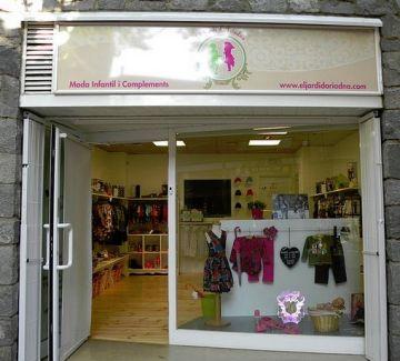 Botigues de la ciutat ofereixen tallers d'estiu de confecció tèxtil