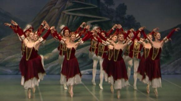 El Sant Petersburg Festival Ballet ha representat la famosa obra de Txaikovski 'El llac dels cignes'