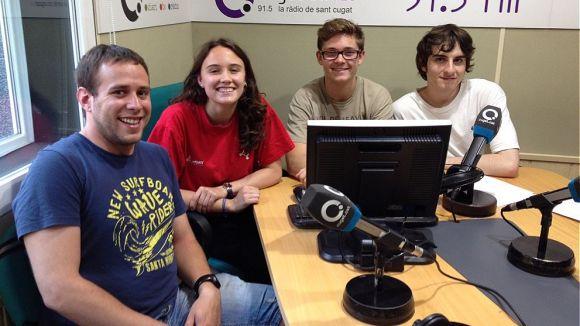 L'equip d''El Núvol' amb el membre de Creu Roja Joventut, Pep Usero