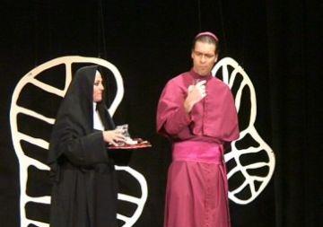 La 9a edició del Festival de Teatre a Mira-sol arrrenca amb una forta crítica social amb 'El Papa i la Bruixa'