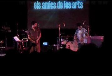 Els Amics de les Arts omplen la plaça de l'Om amb els temes de l'àlbum 'Bed&Breakfast'