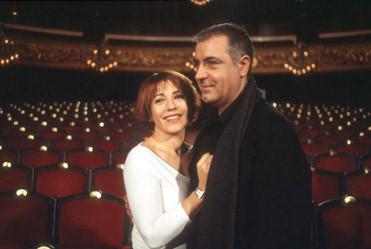 'Un matrimoni de Boston' està dirigida per Josep Maria Mestres i protagonitzada per Anna Lizaran i Emma Vilarasau