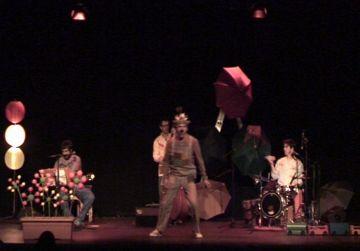 El Casal de Mira-sol es queda petit en la representació d''El conte de l'Eriçó Bru'