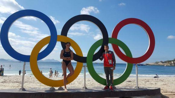 Villaécija, amb el seu entrenador a la platja de Copacabana / Foto: Kiko Hervás