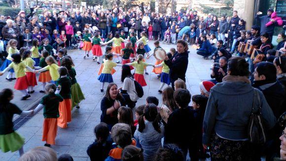 L'Esbart i l'EMTSC surten el carrer en la primera Ballada de Nadal conjunta