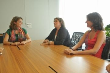 Conesa es reuneix amb les noves presidentes de l'Esbart i del Rotary Club