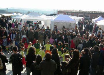L'Esbart Sant Cugat ofereix la tradicional ballada de Nadal pels carrers de la ciutat