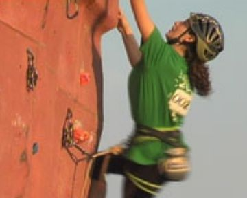 L'escaladora santcugatenca Esther Raventòs disputant el campionat de Catalunya