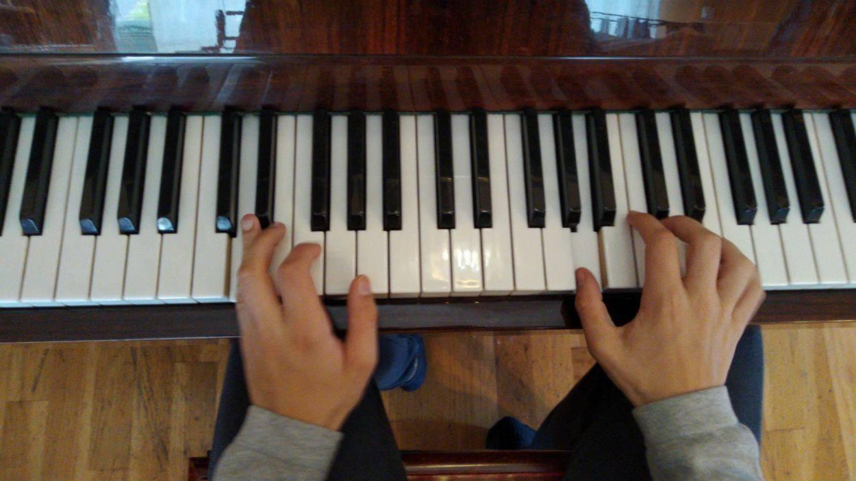 L'escola Jordi Ricomà ofereix classes de piano online / Foto: Cugat Mèdia