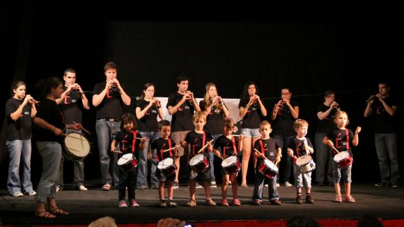 L'eix de vianants es convertirà avui en l'escenari de l'Escola de Música Tradicional