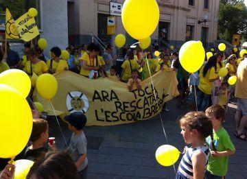 200 persones omplen els carrers en contra de les retallades a l'escola bressol