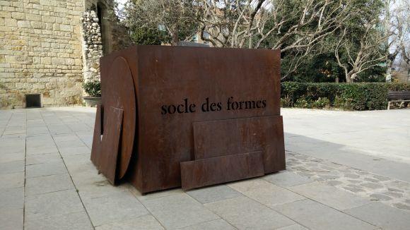Avui es projecta 'La vetlla', de Jordi Lara, sobre l'artista Juanpere i l'escultura 'Socle des formes'