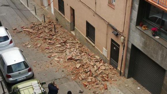 Normalitat al carrer de Montserrat després del despreniment d'una cornisa
