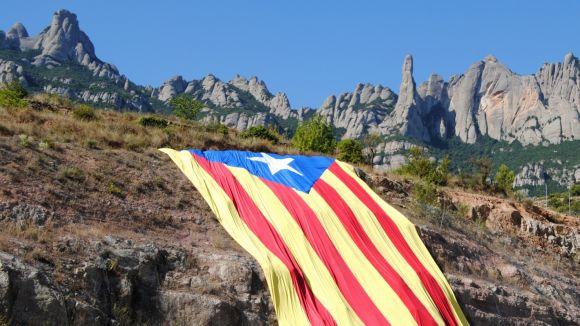 La V catalana ja reuneix més de 150.000 participants