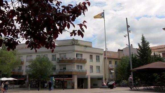 Els partits de Sant Cugat opinen sobre la nova ubicació de l'estelada a la plaça d'Octavià