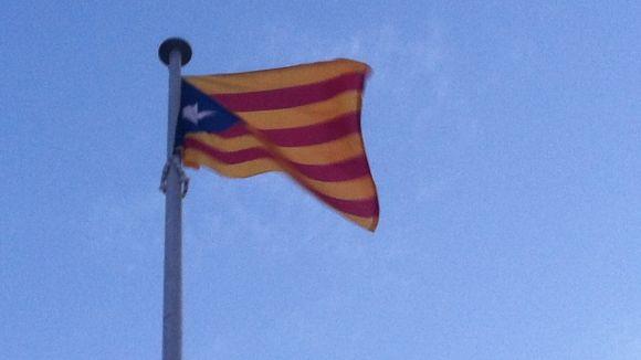 La Junta Electoral rebutja el recurs del PP per retirar l'estelada de la plaça de Lluís Millet