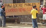 Els estudiants han desplegat una pancarta a la plaça de Barcelona