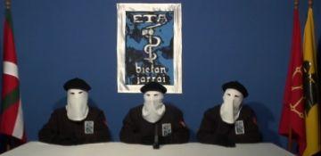 Els partits celebren la fi de la lluita armada i recorden les víctimes d'ETA