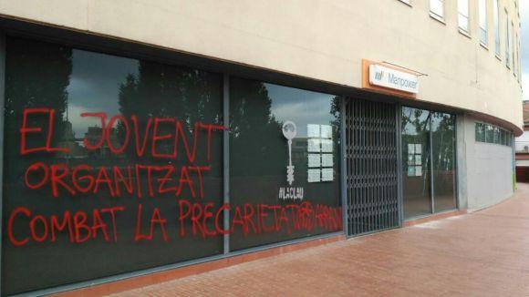 Arran fa una pintada contra la precarietat laboral a la façana de Manpower