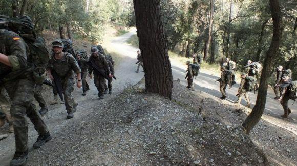 Efectius del Regiment de Caçadors de Muntanya de l'exèrcit entrenen a Collserola