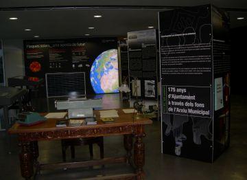 Els santcugatencs poden visitar una exposició sobre l'arxiu municipal a l'Ajuntament