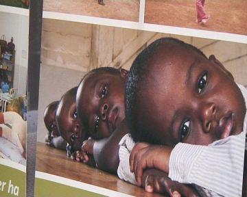 Una exposició fotogràfica mostra la tasca de la Fundació Recover al continent africà