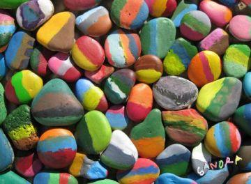 L'obra de Sandra Morera 'Pintant Pedres', fins a finals de mes a la Biblioteca del Mil·lenari
