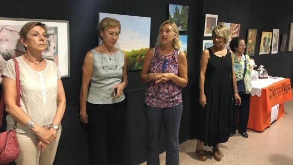 Oncolliga exposa una quarantena d'obres de Firarat a la Casa de Cultura per recollir fons