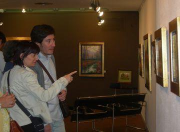 Dos visitants a la mostra, aquest divendres