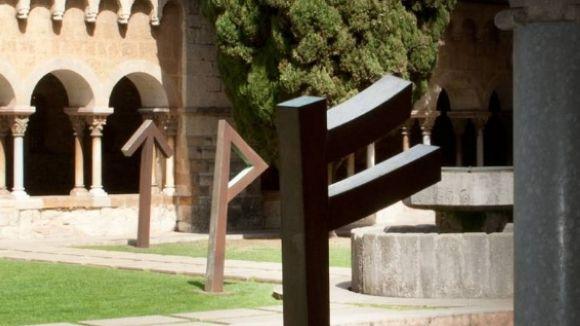 Visita comentada avui a la mostra 'Les tres dimensions de les runes'