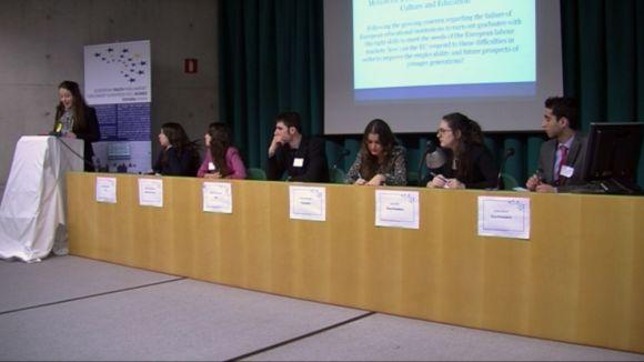 Estudiants santcugatencs es posen a la pell de parlamentaris europeus