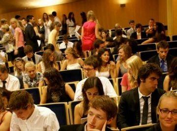 Una alumna de l'escola Àgora i un jove santcugatenc participen en la 64a Sessió Internacional del Parlament Europeu per a Joves