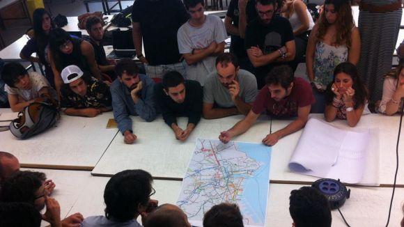 Estudiants de l'ETSAV posen en marxa un projecte per ajudar immigrants i refugiats