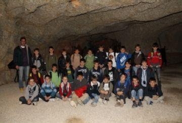 La Farga coneix la prehistòria amb una visita a les coves de l'Espluga