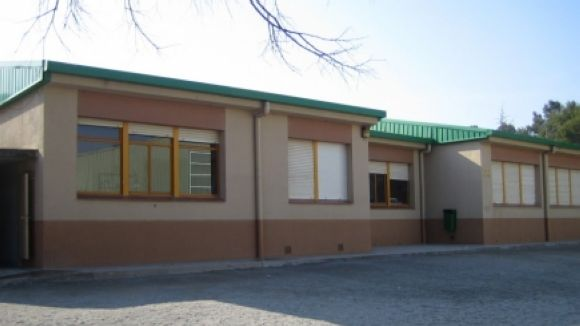 El Parlament aprova la retirada de fibrociment del Ferran i Clua i d'altres escoles abans del nou curs
