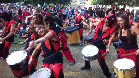 Els grups de percussió fan tremolar els Jardins del Monestir per Festa Major