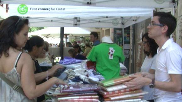 La Botiga al Carrer aprofita el segon dia de rebaixes per promocionar el comerç local