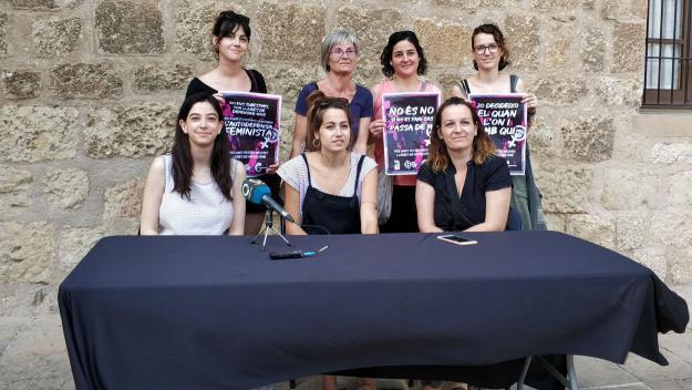 Comunió i col·laboració entre les places per frenar la violència masclista / Foto: Cugat.cat