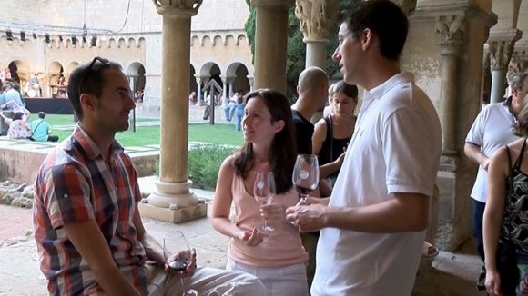 Unes 300 persones gaudeixen del Tast de Vins al Claustre