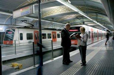 FGC convoca un premi literari per a la gent gran que recollirà històries viscudes al tren