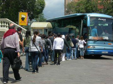 Es manté el servei d'autobusos per cobrir el tram de FGC entre Sant Cugat i Vallvidrera