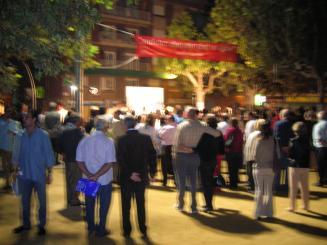 L'Assemblea de Joves de Sant Cugat ha desplegat una pancarta en contra del partit però el miting ha finalitzat sense més incidents