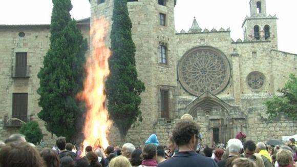 La Flama del Canigó uneix l'espurna del territori català