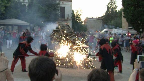 La Flama del Canigó pren de tradició i il·lusió per 'estrenar un estat nou'